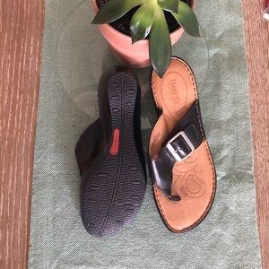Born black thong wedge sandal. Size 8 EUC